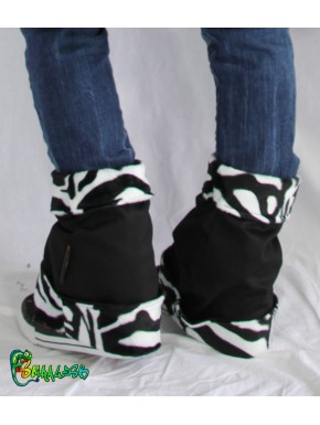 Reversible gaiters and black zebra