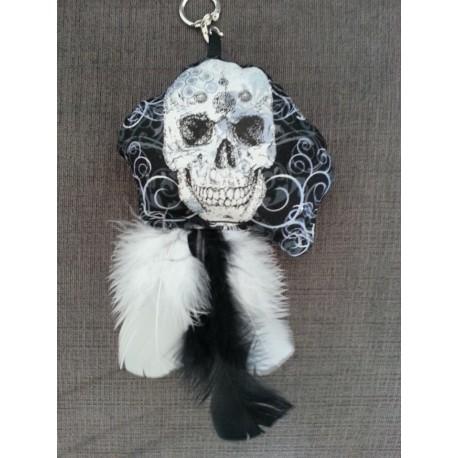 Porte clefs peluche tête de mort et plumes