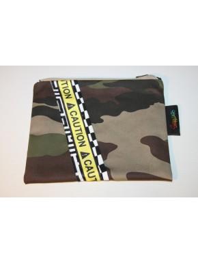 pochette camouflage et caution